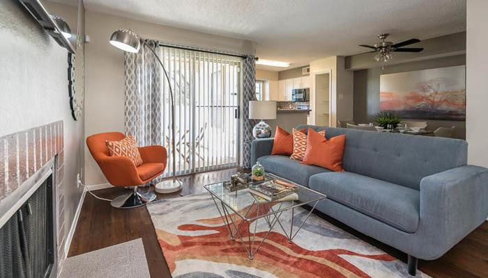 The Carling on Frankford offers an impressive list of features and amenities in Carrollton