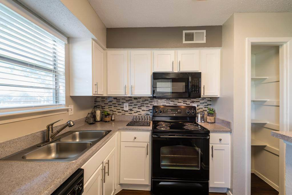 Luxurious Kitchen at The Carling on Frankford in Carrollton, TX