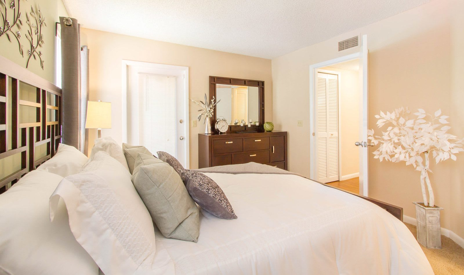 Large Bedrooms in Apartments at Autumn Cove
