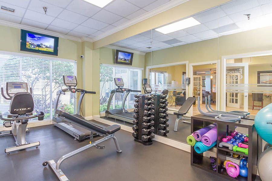 Gym at Bay Pointe Tower in South Pasadena