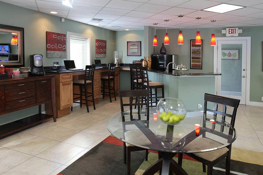 Lounge at Briarcrest at Winter Haven in Winter Haven