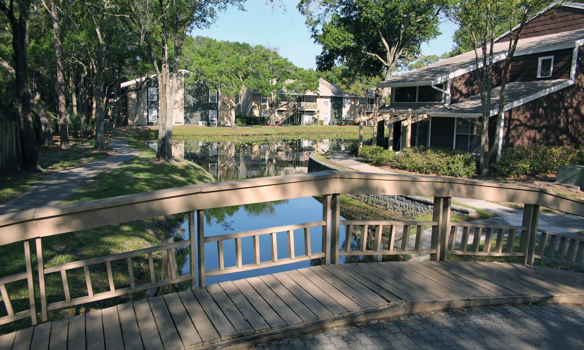 Welcome to Coopers Pond Apartments in Tampa, FL