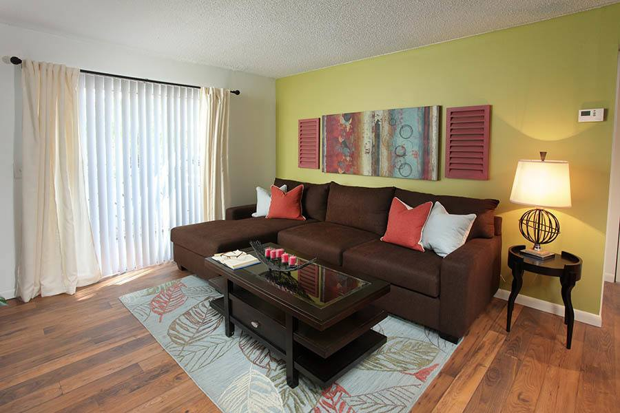 Living room at Coopers Pond Apartments in Tampa