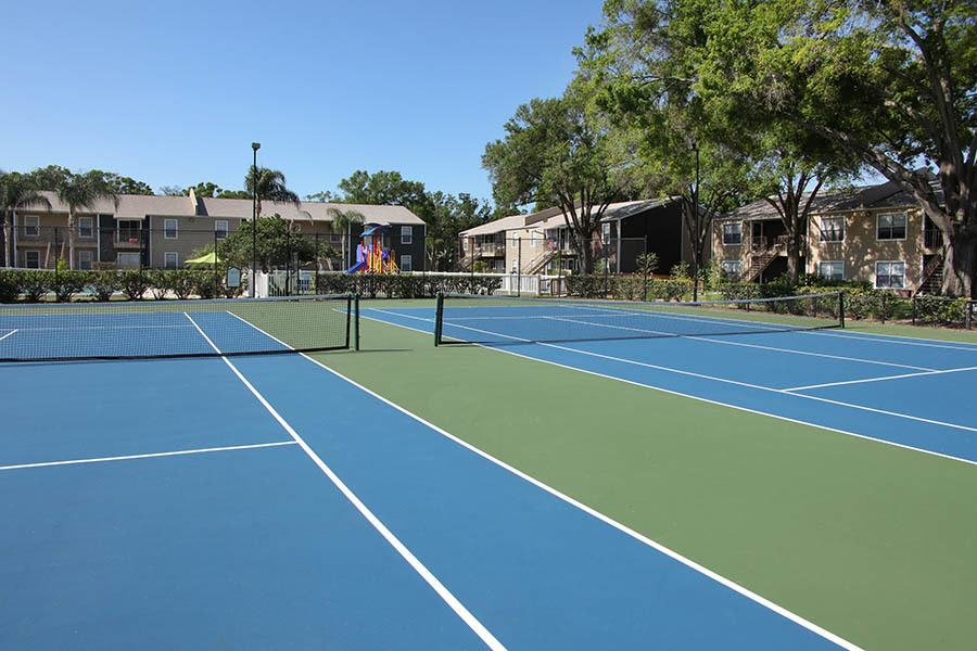 Tennis courts at Coopers Pond Apartments in Tampa