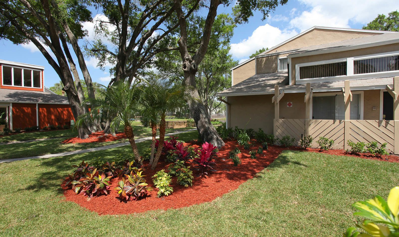 The grounds at Coopers Pond Apartments in Tampa, FL