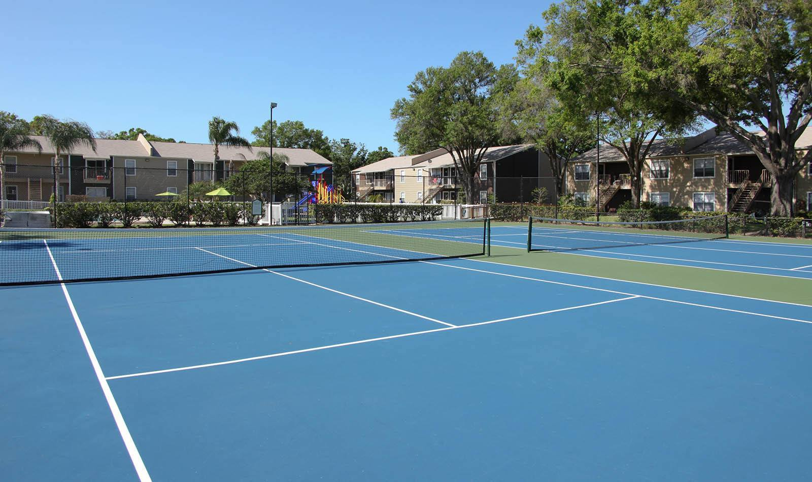 Tennis court at Coopers Pond Apartments in Tampa, FL