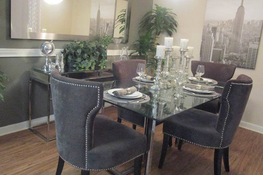 Stylish Dining Area at Landmark at Kendall Manor