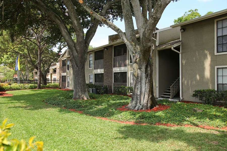 Exterior Of Apartments at Legend Oaks Apartments in Tampa