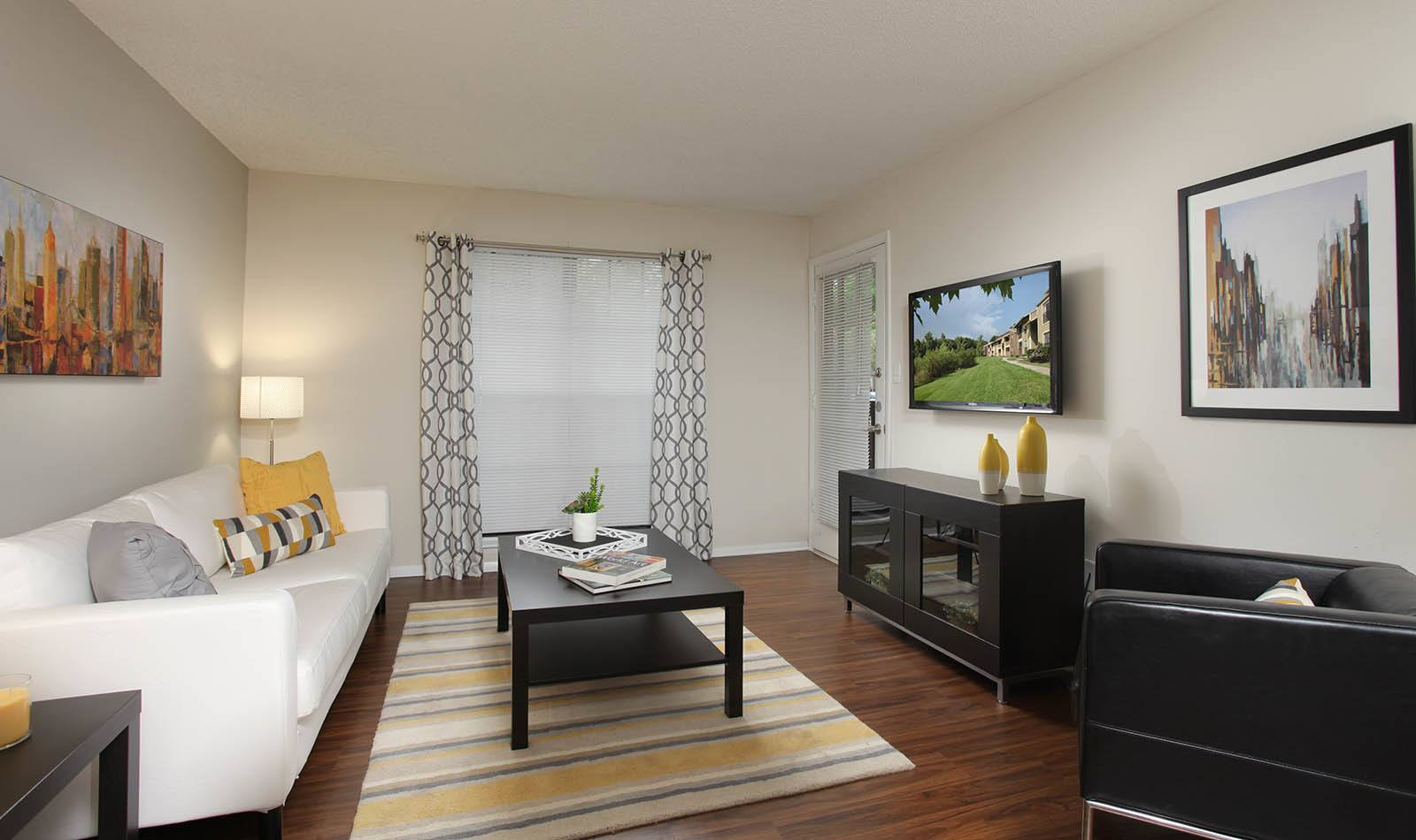 Living Room at Legend Oaks Apartments in Tampa