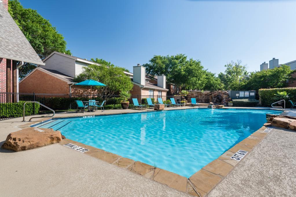 Large Pool at Lofton Place in Fort Worth