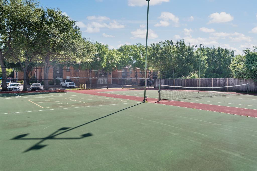 Tennis Courts at Lofton Place in Fort Worth
