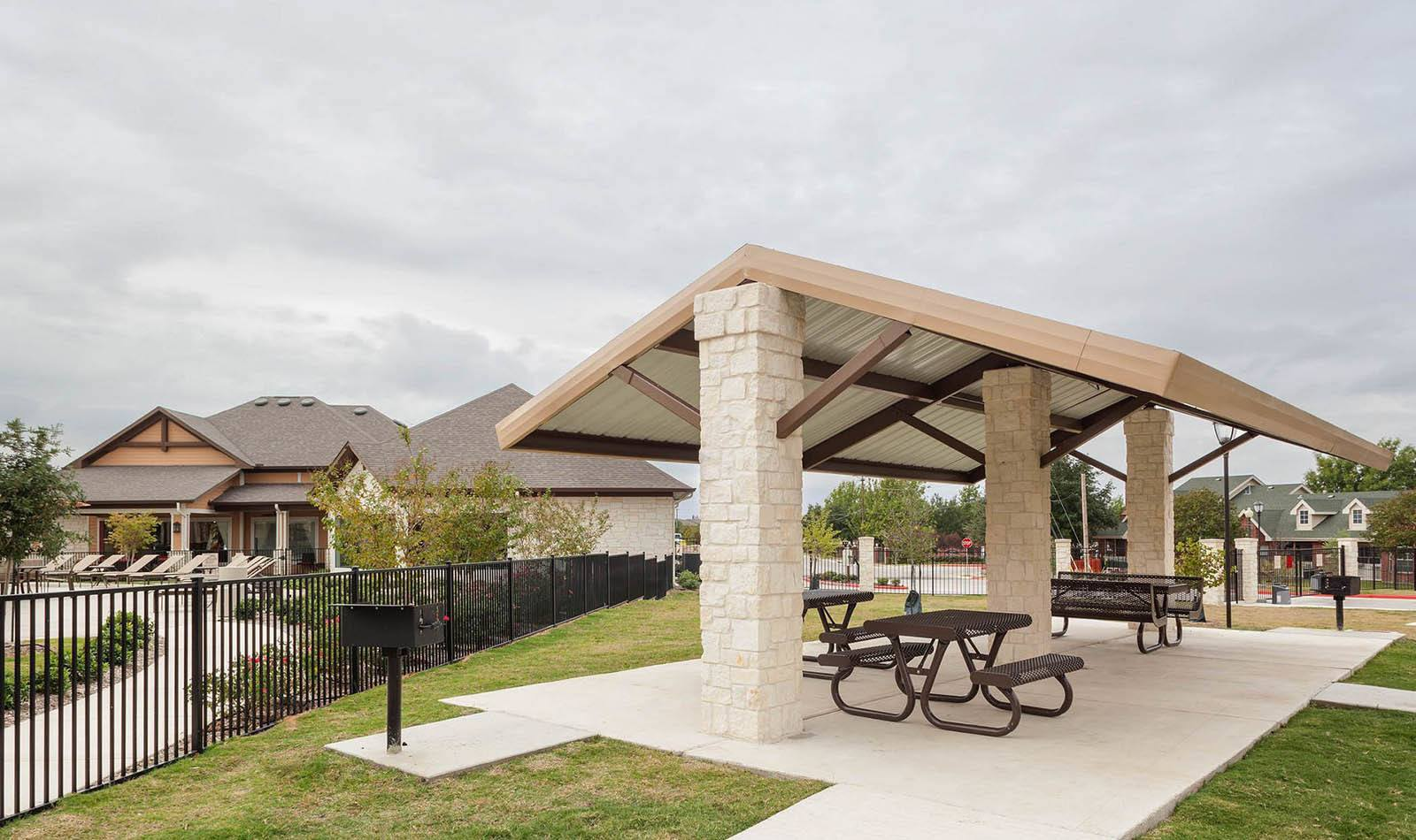Picnic area at apartments in San Marcos, TX