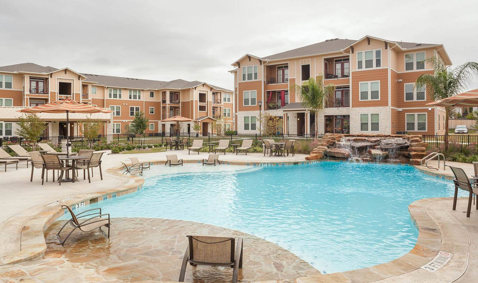 Pool at Parkway Grande in San Marcos, TX