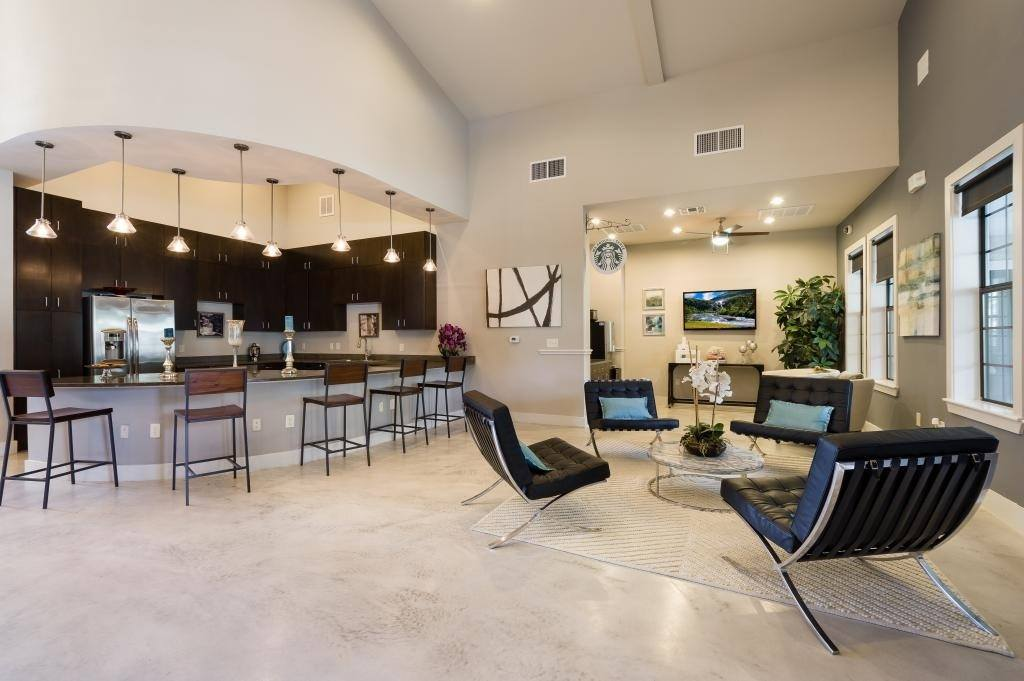 Spacious residents lounge at Verandas at Shavano in San Antonio
