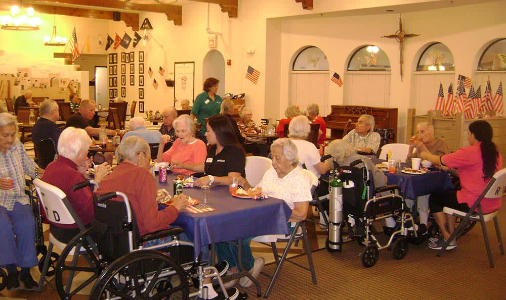 Community dining at senior living in Las Cruces