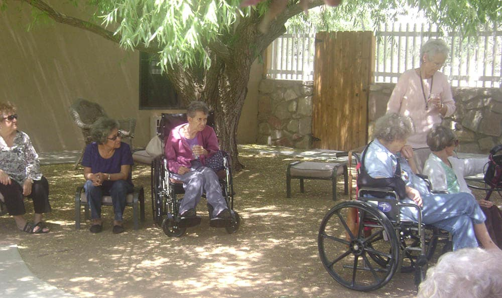 Relaxing in the shade at senior living in Las Cruces