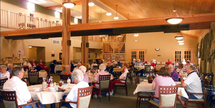 Community dining at Majestic Rim Retirement Living in AZ