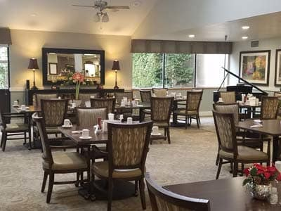 dining room at Shorewood Senior Living