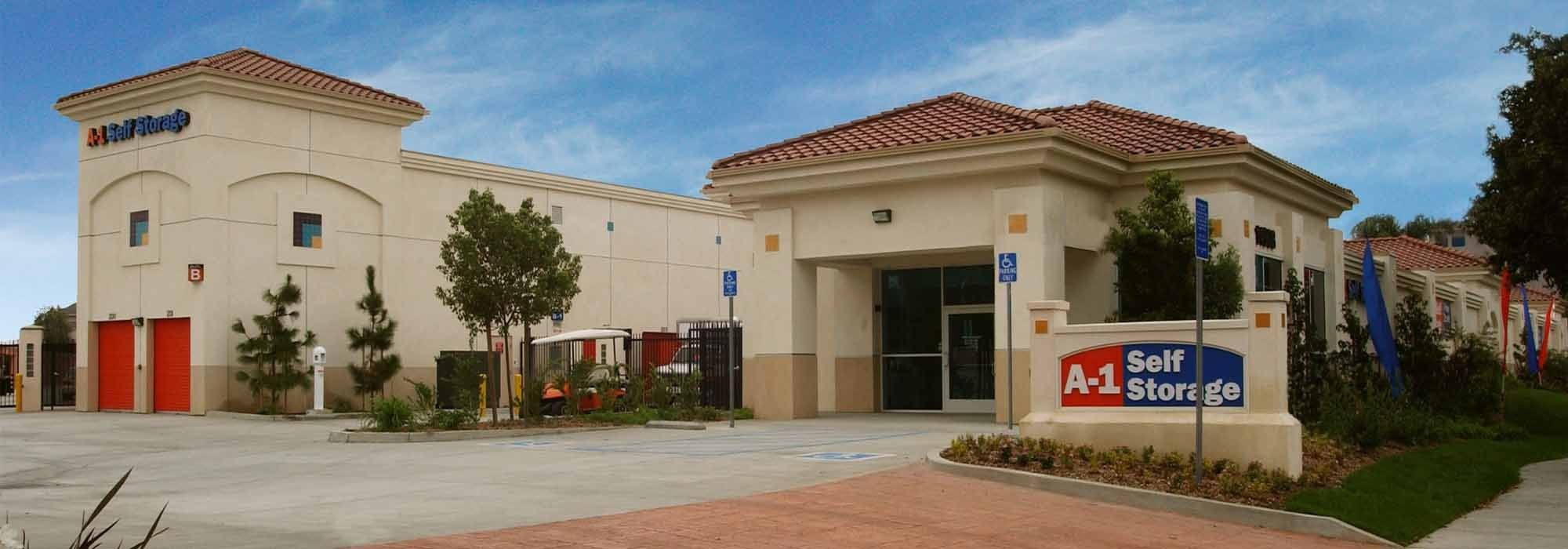 Self storage in Paramount CA