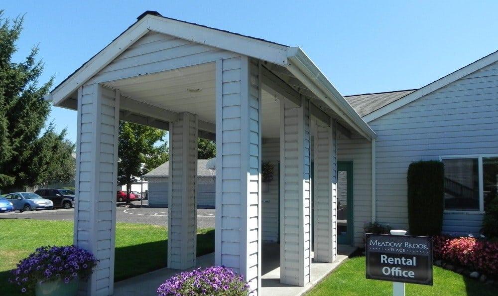 Rental office at Meadow Brook
