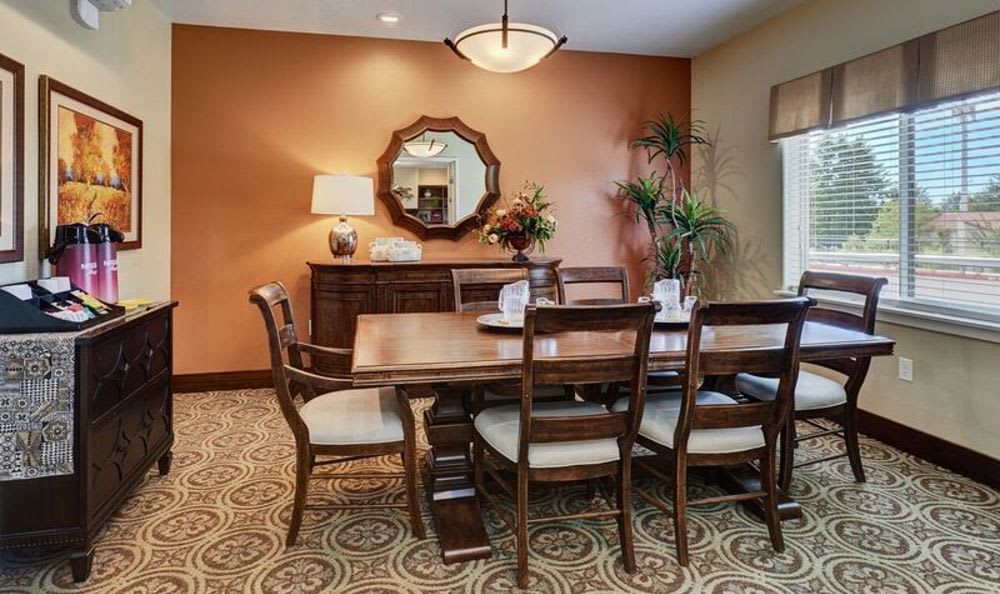 Private dining room at Sunnyside Meadows Memory Care in Happy Valley, OR