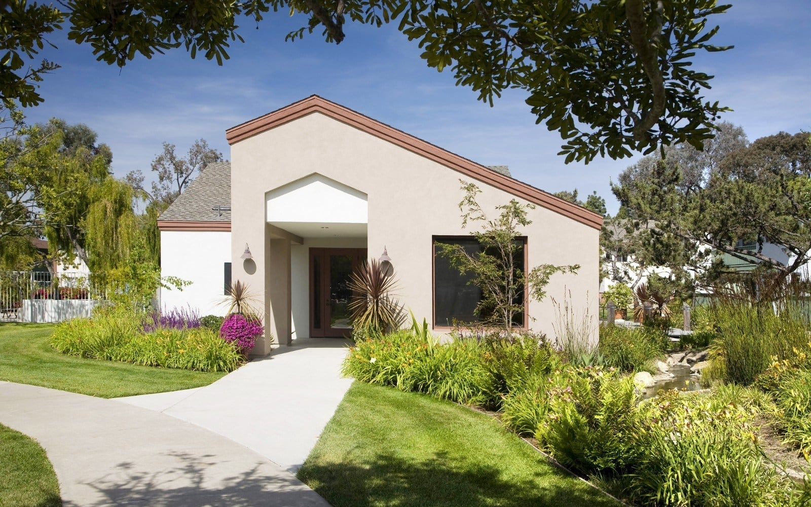 Landscaping and exterior of apartments in Goleta