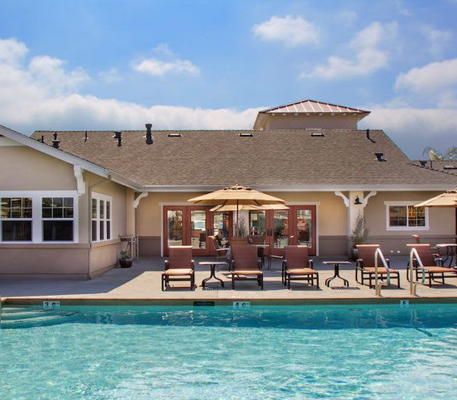 Pool and cabana at Siena Apartments
