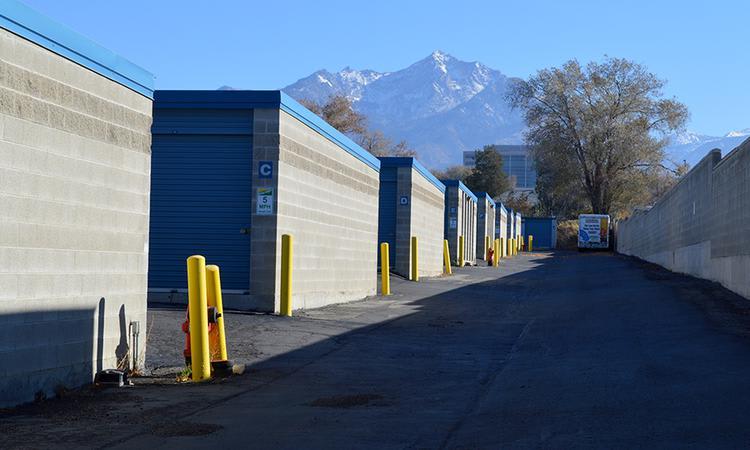Wide driveways at Towne Storage