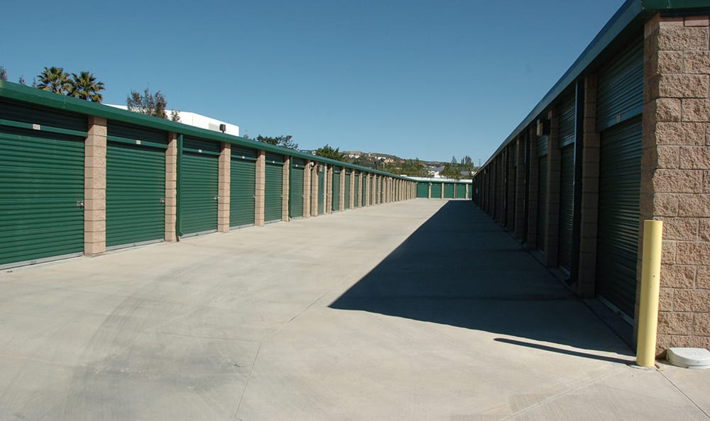 West Simi Lock-Up Self Storage has wide aisle to drive down.