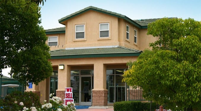 West Simi Lock-Up Self Storage is located in Simi Valley.