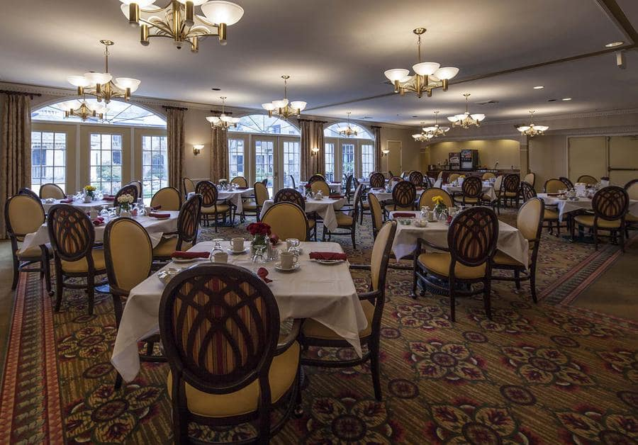 Dining room at Waltonwood University in Rochester Hills, MI.