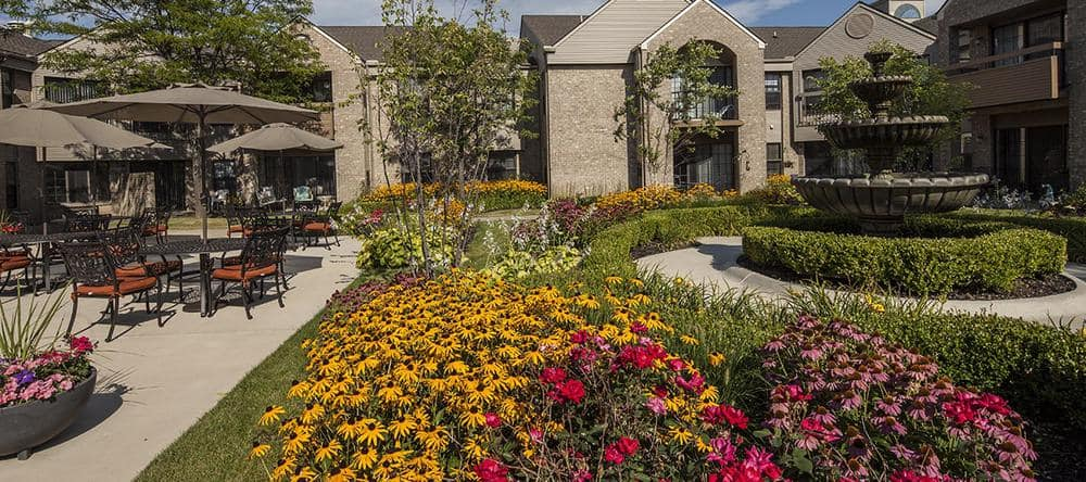 Independent living facility with a garden in Rochester Hills, MI