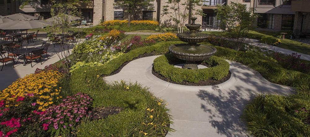 Rochester Hills, MI independent living facility with a garden