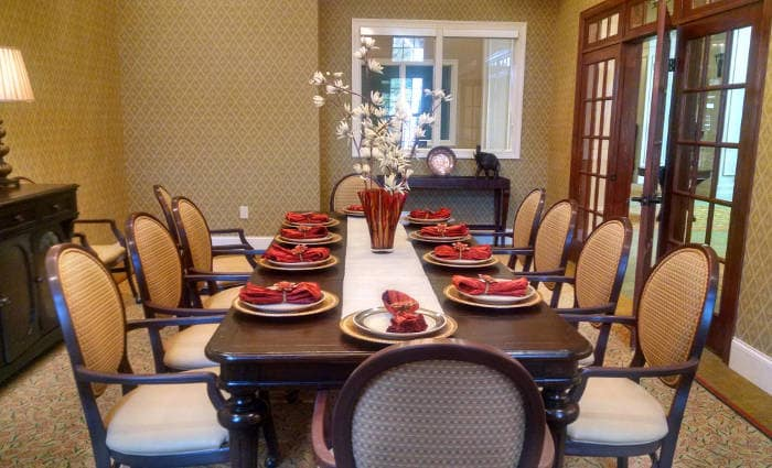 Dining area at Waltonwood at Ashburn in Ashburn, VA
