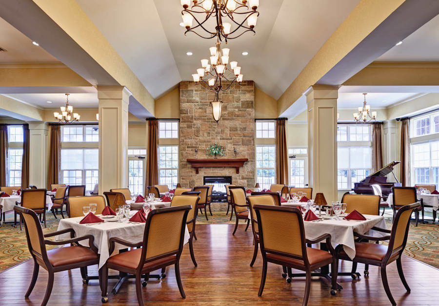 Dining area at assisted living facility in Ashburn, VA