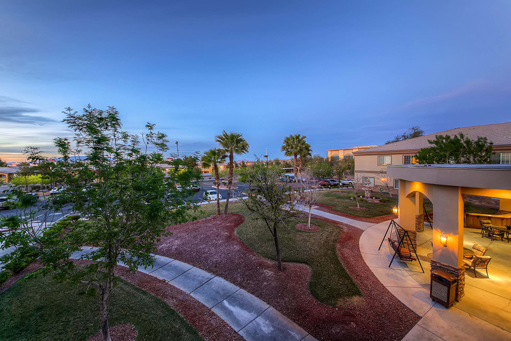 Merrill Gardens at Siena Hills's courtyard in Henderson, NV