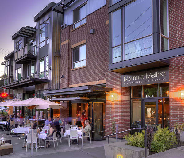 Senior living in Seattle has restaurants nearby