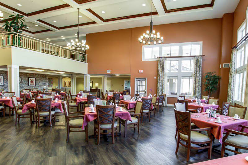 Dining at senior living in Goodyear, AZ