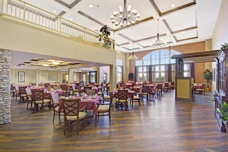 Dining room at The Oaks, A Merrill Gardens Community in Gilbert, Arizona.