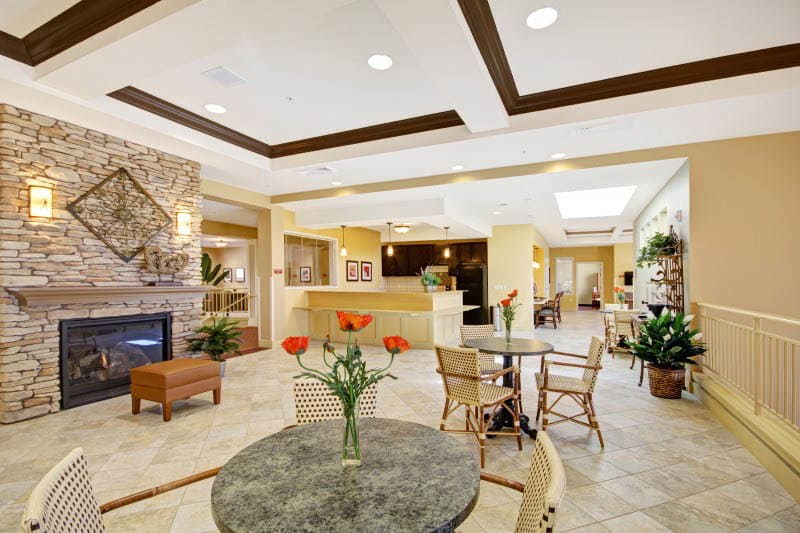 A lounge at The Oaks, A Merrill Gardens Community in Gilbert, Arizona.