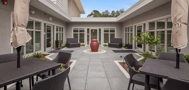 Senior living at Merrill Gardens at Monterey includes a courtyard