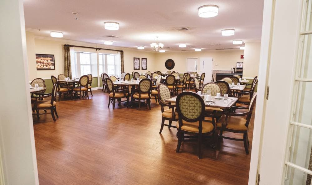 dining hall at Broadview Assisted Living at Tallahassee