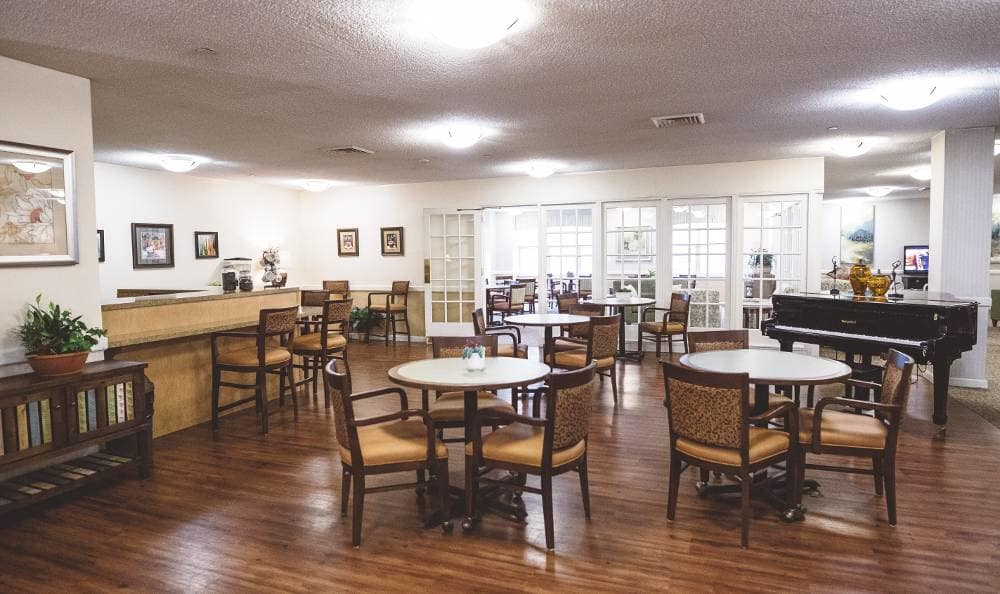 Dining room at Broadmore Senior Living at Lakemont Farms