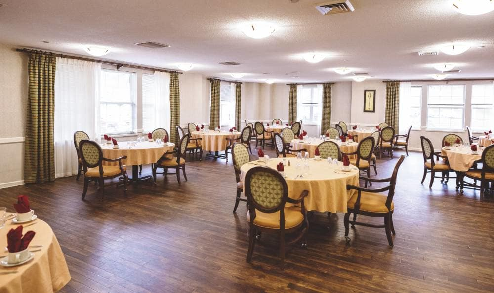 Community dining room overlooking a courtyard at Broadmore Senior Living at Lakemont Farms in Bridgeville, PA