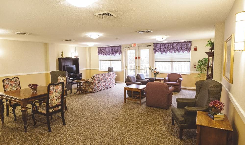 beautiful living room at Broadmore Senior Living at Lakemont Farms in Bridgeville, PA
