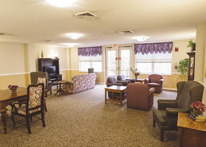 Broadmore Senior Living at Lakemont Farms lounge