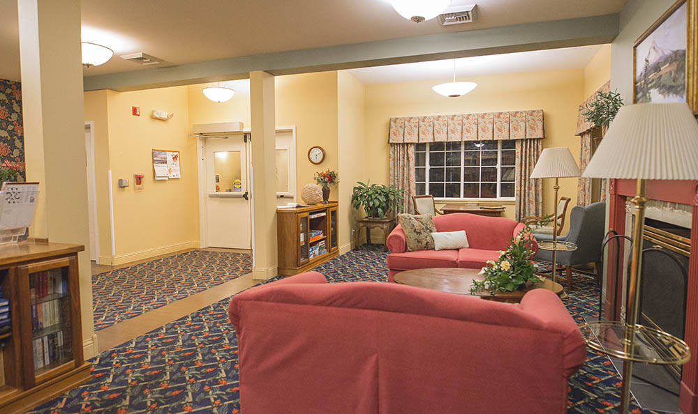 Library At Cooks Hill Manor Assisted Living In Centralia WA