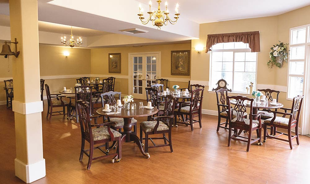 Dining room at King's Manor Senior Living Community
