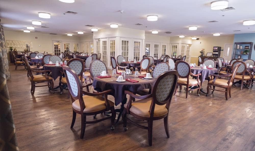 Dining room at Broadmore Senior Living at Teays Valley