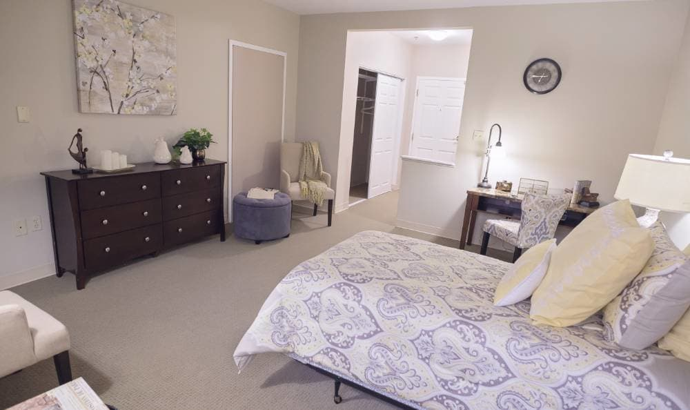 Bedroom at Broadmore Senior Living at Teays Valley
